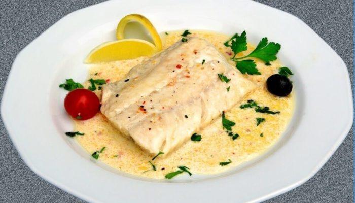 Рыба тушеная в белом вине с луком-шалот
