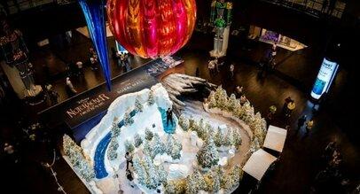 Фото: В Дубае установили самую большую в мире елочную игрушку