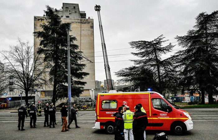 Фото: В Университете Лиона прогремели взрывы