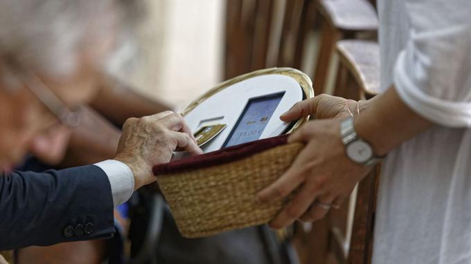 Фото: Франция приближается к полному вытеснению наличных денег