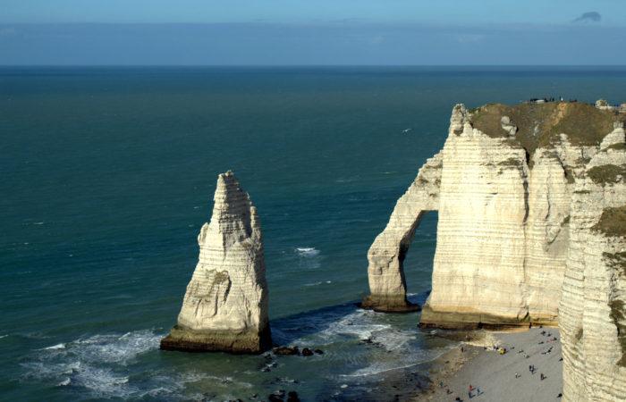 Фото: Этрета (фр. Étretat) во Франции, красивые города на побережье