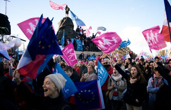 Фото: Крупная манифестация против принятия закона о биоэтике
