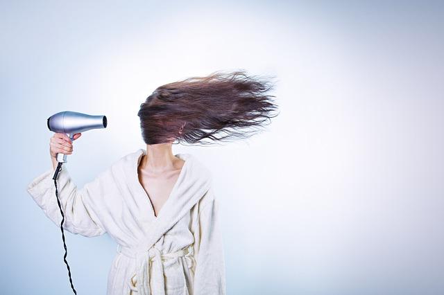Словосочетания, обозначающие действия с волосами на французском языке