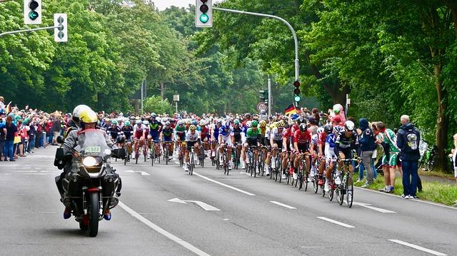 """Фото: В Париже завершилась главная велогонка сезона """"Тур де Франс""""."""