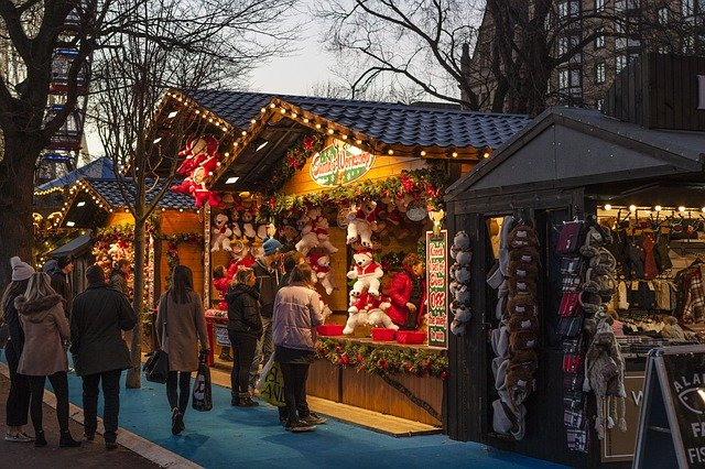 Фото: Рождественская ярмарка в Страсбурге открылась через год после теракта