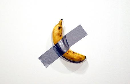 Фото: Банан, приклеенный скотчем к стене, продали за $120 тысяч