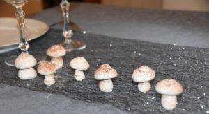 Рецепт меренги в виде грибов или новогодних украшений