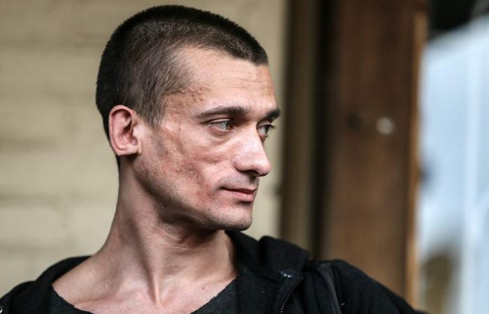Фото: Кандидат в мэры Парижа и провокация русского художника-акциониста