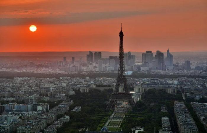 Песня «Пять часов,Париж просыпается» (фр. «Il est cinq heures, Paris s'éveille») – Жак Дютрон