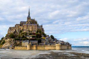 Почему стоит посетить остров МонСенМишель во Франции?