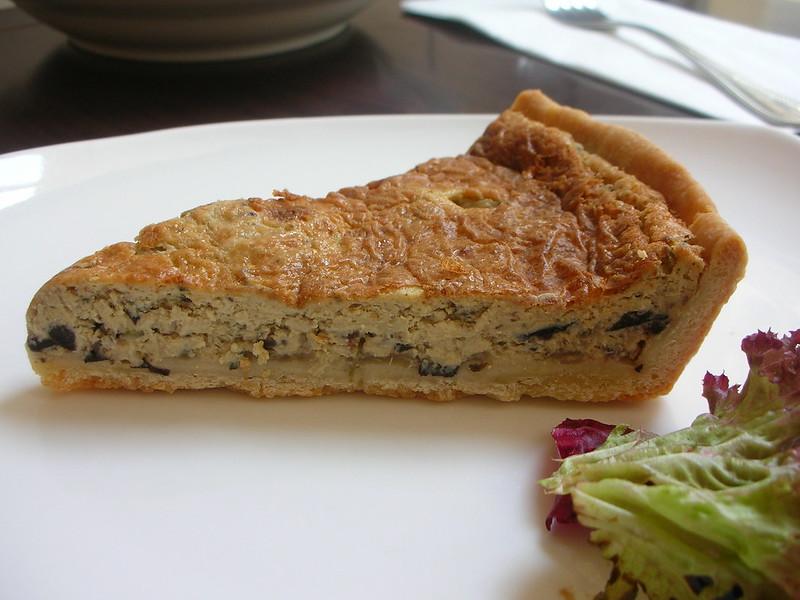 Луковый пирог писасладьер (вегетарианский)