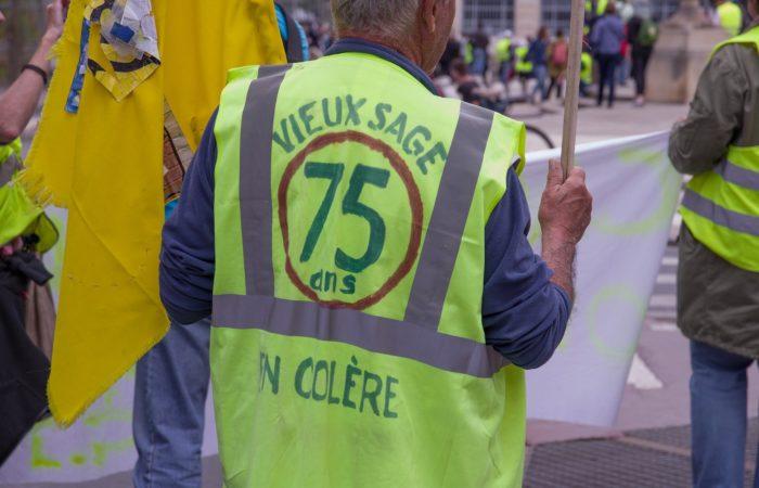 """Фото: Акции """"желтых жилетов"""" снова набирают обороты во Франции"""