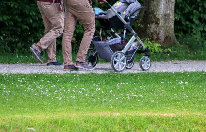 Роды во Франции: папа имеет право на длительный отпуск по уходу за ребёнком