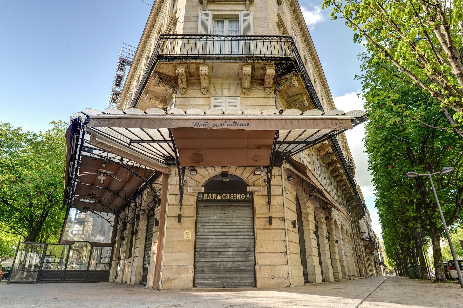 Коронавирус во Франции: Париж в зоне максимальной опасности