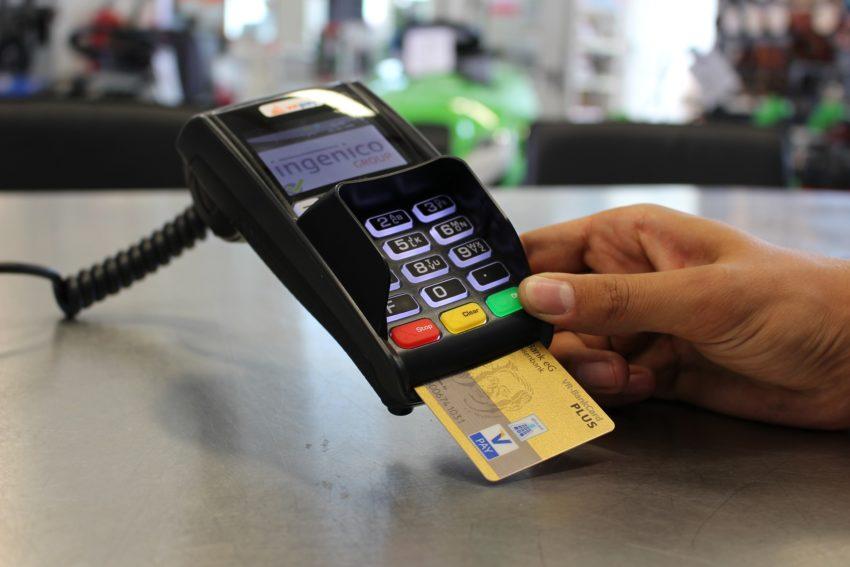 Безналичный расчёт во Франции: чеки, банковские карты и счет