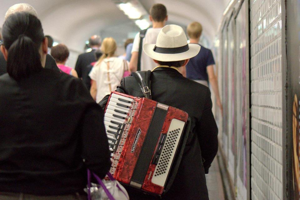 Musicant in metro of Paris